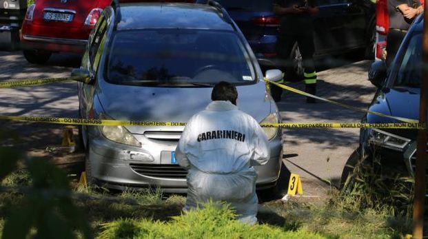 L'auto grigia, dove è morta la bambina (Foto Valtriani)