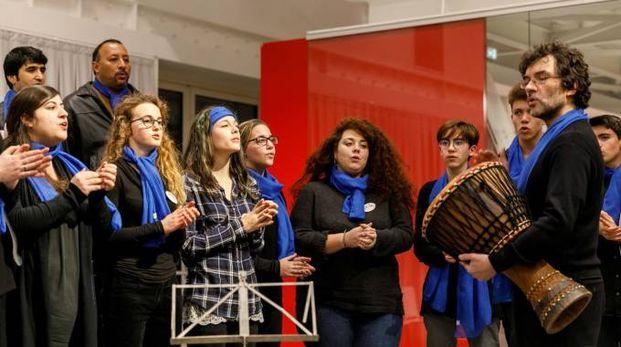 Il coro 'Nativi musicali' coinvolge decine di studenti di scuole medie e superiori