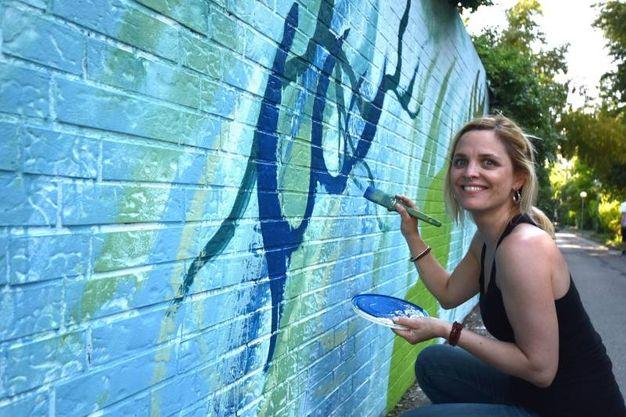 L'obiettivo: ridare nuova vita ad alcune delle pareti più degradate o anonime di  Forlì. Via Casaglia (foto Fantini)