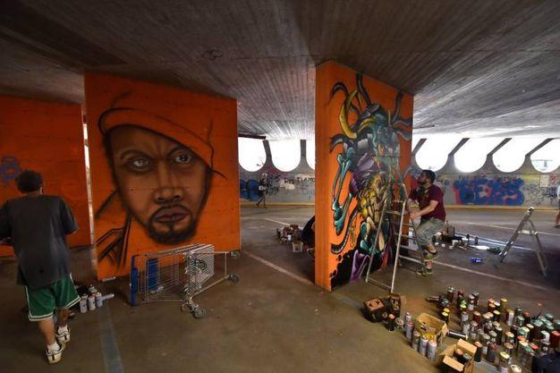 I avori degli street artist emergenti, che hanno avuto in uso le pareti del parcheggio interrato della Barcaccia (foto Fantini)