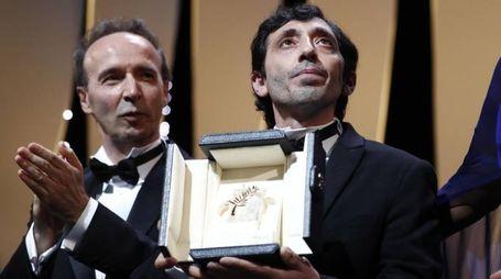Roberto Benigni premia Marcello Fonte (Ansa)