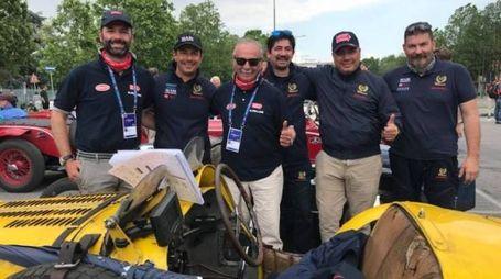 Gli equipaggi: Felloni e De Angelis assieme a due tecnici del team Promotor