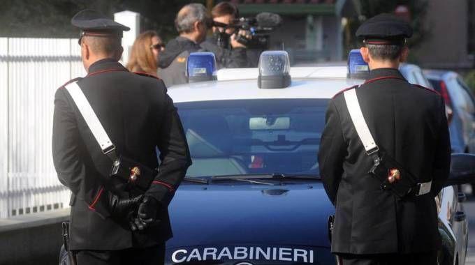 I carabinieri hanno trovato a casa di due minorenni  i documenti della vittima