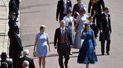 Il principe Andrea di York con le figlie Eugenie e Beatrice (Ansa)