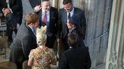 David e Victoria Beckham parlano con Sir Elton John e il marito David Furnish (Lapresse)