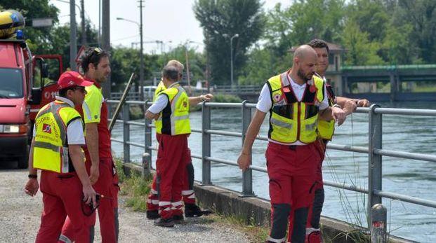 I soccorritori lungo il canale