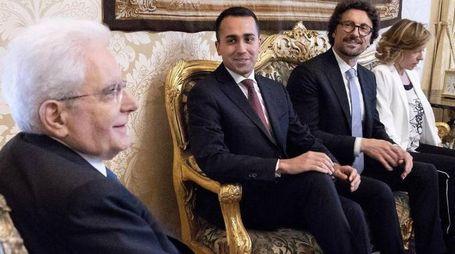 Sergio Mattarella con la delegazione grillina (Ansa)