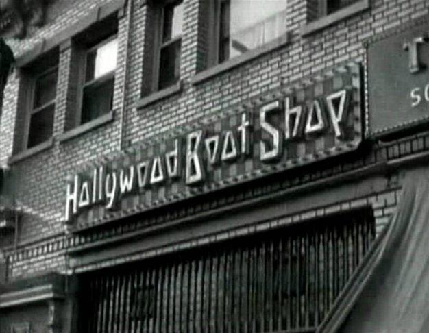 Insegna del negozio Ferragamo, 'Hollywood Boot Shop', visibile nel film 'Show People' (film muto diretto da King Vidor USA, B-N , 82', 1928)