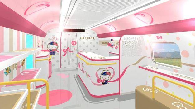 Gli interni del treno dedicato a Hello Kitty