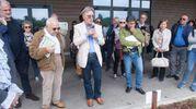 Appassionati e curiosi all'inaugurazione del frutteto