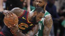 LeBron James contro i Celtics (Ansa)