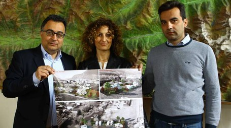 Primo a sinistra l'assessore ai Lavori pubblici del Comune capoluogo Michele Iannotti con i tecnici (ANP)