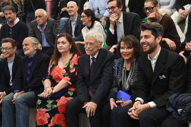 Al centro Raffaele Pisu con Claudia Cardinale a Fico (Foto Schicchi)