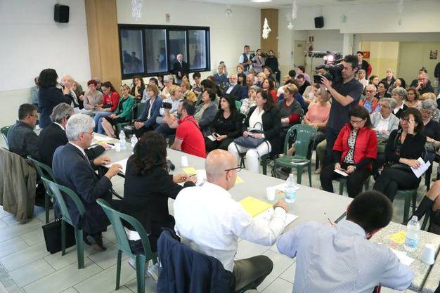 I sette candidati sindaci imolesi alle amministrative del 10 giugno (eventuale ballottaggio il 24) si sono ritrovati per la prima volta a confronto (nelle due precedenti occasione l'aspirante prima cittadina del centrosinistra si era sfilata), al centro sociale Zolino (Foto Isolapress)
