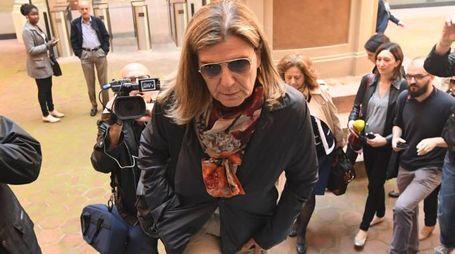 Francesca Mambro sale le scale del Tribunale (Foto Schicchi)