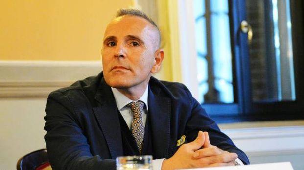 Paolo Basile, proprietario del club, vuole scoprire le carte