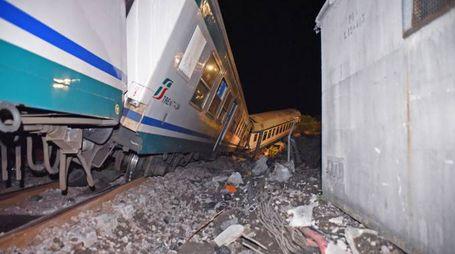 Treno deragliato a Caluso (lapresse)
