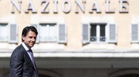 Il premier incaricato Conte arriva a Montecitorio per le consultazioni (Ansa)