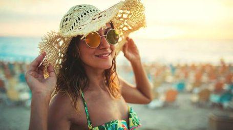 Una ragazza in spiaggia (iStock)