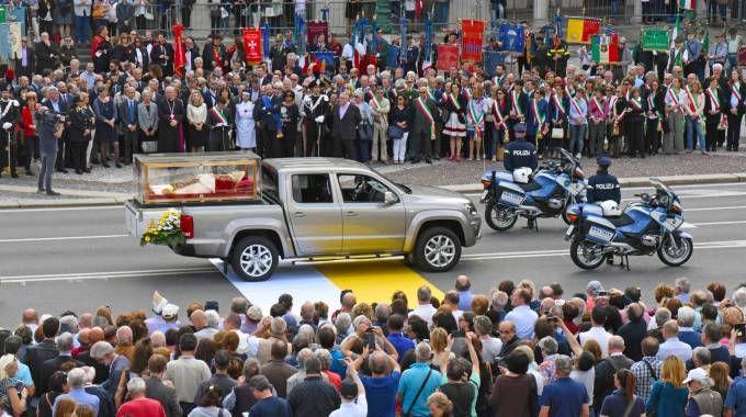 Le spoglie di Papa Giovanni XXIII accolte dalla folla a Bergamo