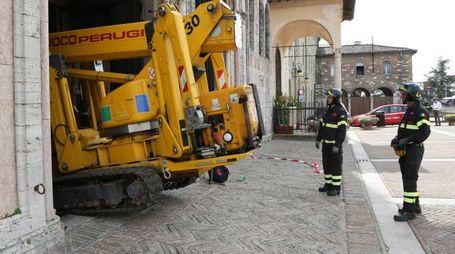 I vigili del fuoco intervengono nella chiesa di Monteluce