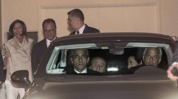Silvio Berlusconi in auto con Licia Ronzulli (Imagoeconomica)