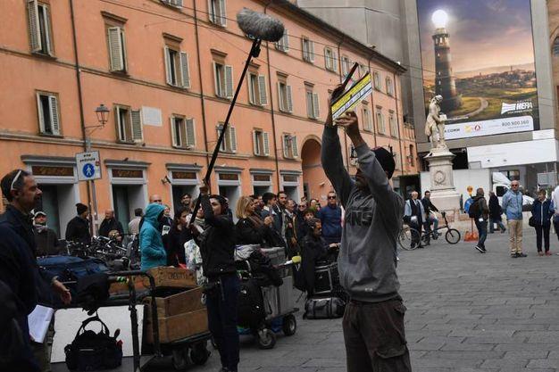 Il set in piazza Galvani (foto Schicchi)