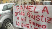 Gli striscioni per Pamela davanti al tribunale di Ancona, per il riesame di Oseghale