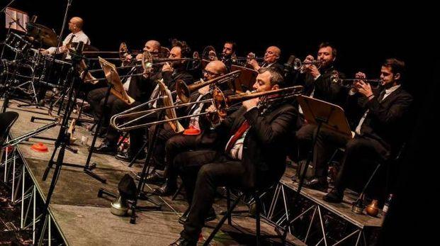 La Jazz in'it Orchestra  suona domani alle 21.30 aprendo la rassegna di concerti jazz
