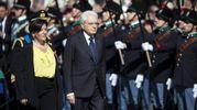 Il presidente della Repubblica Mattarella e il ministro della Difesa Elisabetta Trenta (Ansa)