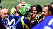 Il bacio di Valentino alla fidanzata Francesca Sofia Novello (Ansa)