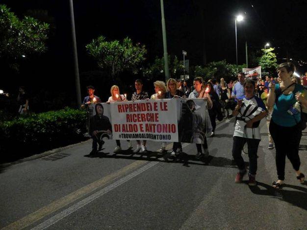 La Spezia, fiaccolata per i velisti dispersi (foto Frascatore)