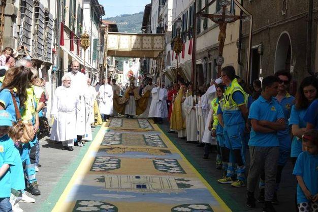 Camaiore, la processione (foto Aldo Umicini)