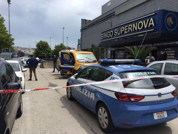 Assalto al portavalori verso le 12 in via Einaudi, nella zona commerciale di Civitanova