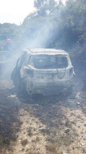 La Jeep ritrovata bruciata a poca distanza dal luogo dell'assalto