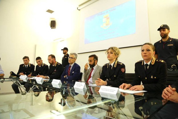 La polizia spiega come si è arrivati alla cattura del kilelr (foto Schichci)