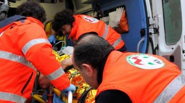 Il giovane è stato portato al pronto soccorso