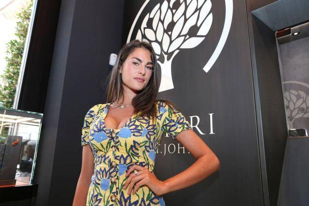 La conferma dei rumors è arrivata negli scorsi giorni: la modella è stata avvistata nei box del Mugello, per sostenere Valentino Rossi (Newpress)