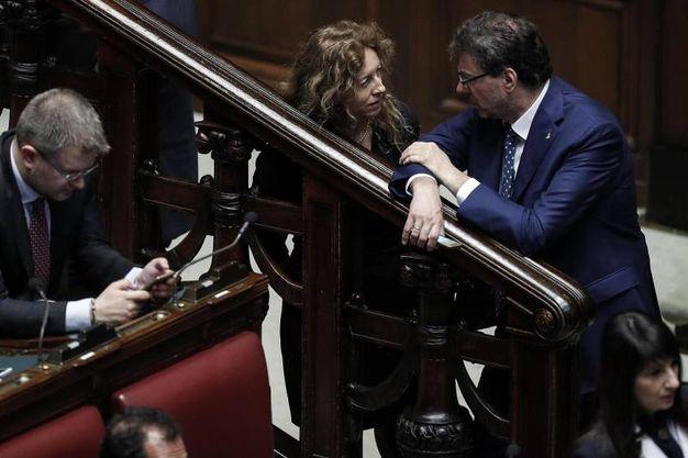 Erika Stefani, ministro per gli Affari regionali, con Giancarlo Giorgetti, sottosegretario alla presidenza del Consiglio (Ansa)