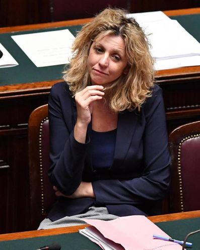 Il ministro per il Sud, Barbara Lezzi (Ansa)