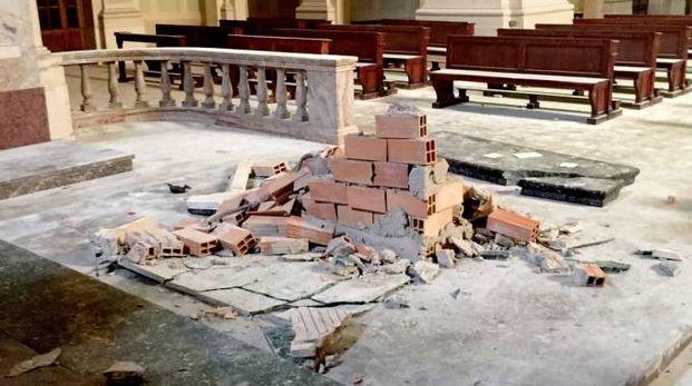 L'altare devastato
