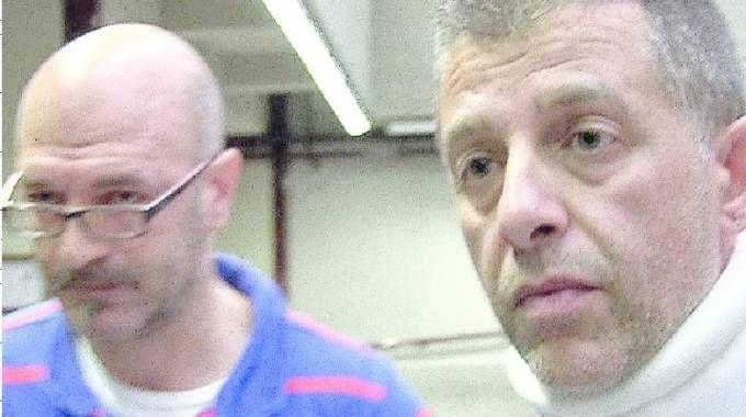 Pietro Lombardi e il collega Massimo Bornino con il collare ortopedico