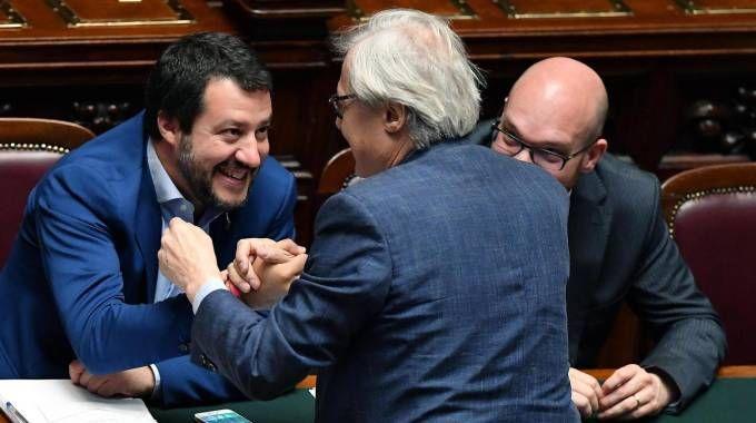 Salvini con Sgarbi e il ministro Fontana (Ansa)
