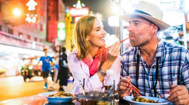 La qualità della cucina locale è fondamentale per molti viaggiatori - Foto: itsskin/iStock