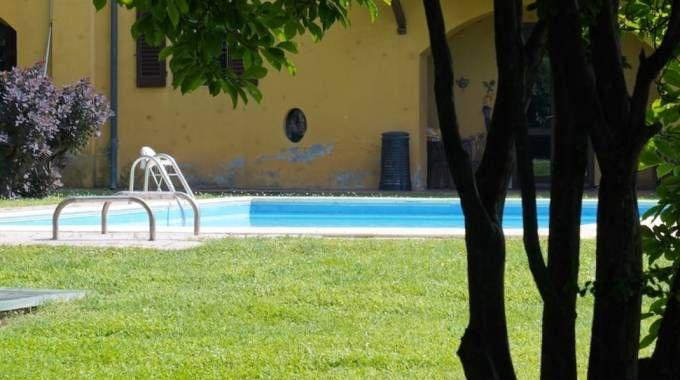 La piscina della cascina Reghinera dove è stato trovato il cadavere