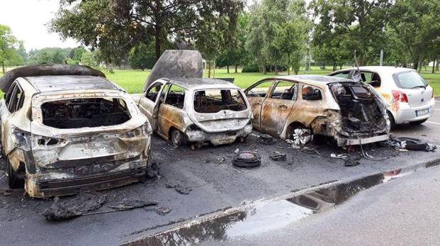Auto bruciate in via Don Minzoni