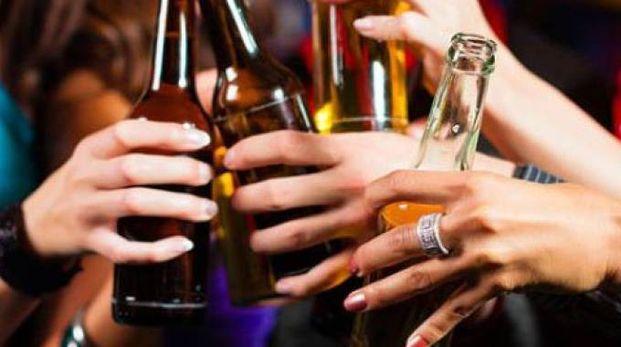 Giovani e alcol, foto d'archivio Newpress