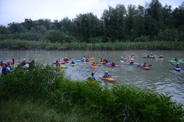Un'immagine d'insieme dei canoisti della 'Paddle' (FotoSchicchi)