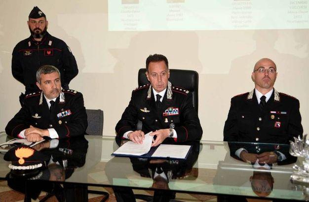 Il comandante Gruppo Carabinieri, il colonnello Andrea Desideri, presentando l'operazione che ha interessato 70 carabinieri e reparti speciali per il blitz di stamattina e il supporto di elicottero per il controllo dall'alto, ha ringraziato i militari che hanno partecipato e i magistrati che hanno accolto integralmente i riscontri dell'indagine
