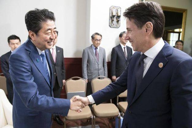 Con il premier giapponese Shinzo Abe (Ansa)